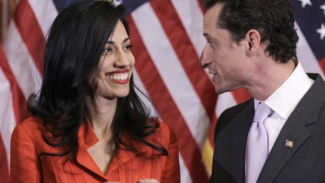 Clinton Aide Abedin Separates from Weiner as He Threatens Bill's Popularity